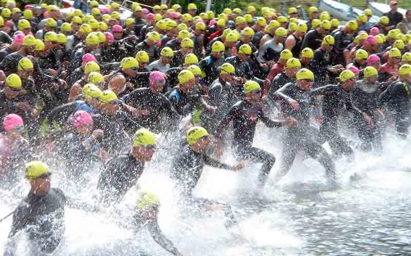 Faszination Triathlon schon am Schwimmstart