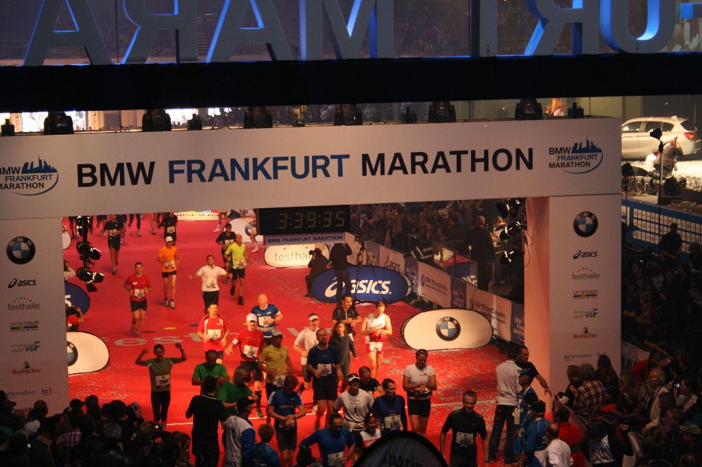 Mein Zieleinlauf beim Frankfurt-Marathon